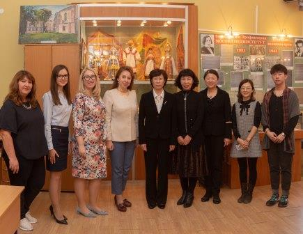 Delegation from the Taishan Medical Institute